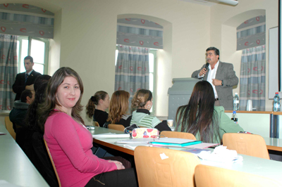 חכ עמיר פרץ בהרצה בפני סטודנטים