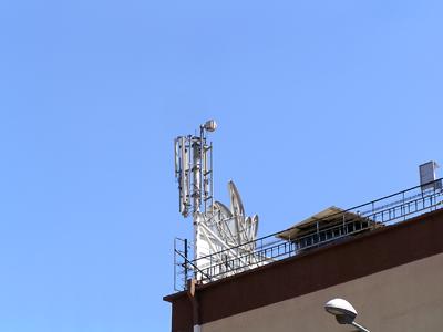 אנטנה סלולארית על מפעל עלית בצפת