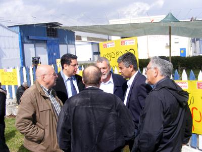 מר אילן שוחט בהפגנה בחצור