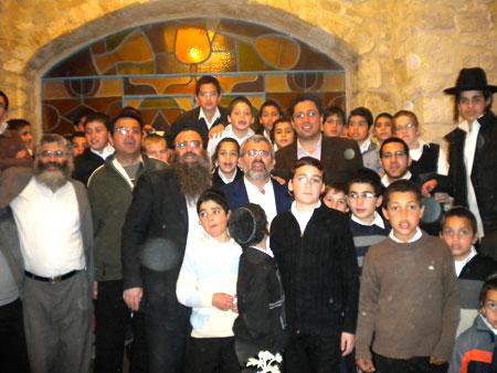 ראש העיר אילן שוחט עם הפייטנים הצעירים