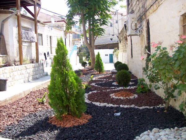גינה חדשה מפארת את סמטת מונטיפיורי בעיר העתיקה