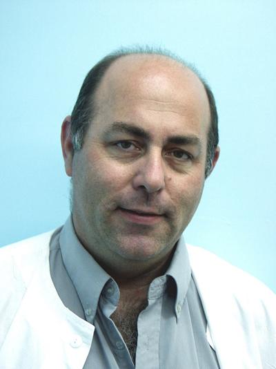 דר יוסף פיקל-מנהל מחלקת עיניים